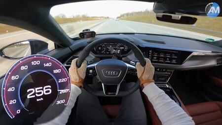 Ya podemos ver en vídeo cómo se comporta el Audi RS e-tron GT por la Autobahn... ¡a 256 km/h!