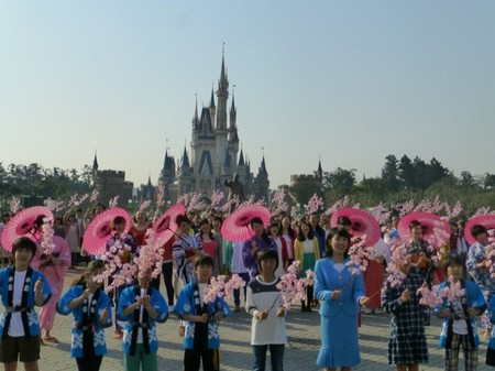"Los Parques Disney y Unicef se unen en la celebración mundial del 50 aniversario de ""it's a small world"""