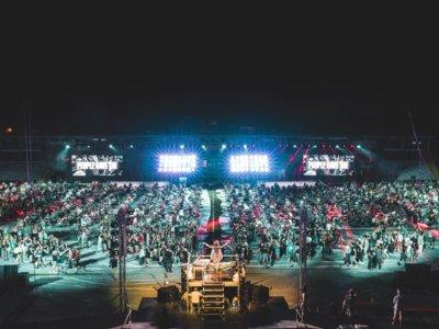Más de mil músicos tocando al unísono en el más grande y épico concierto de la historia