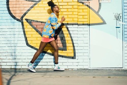 Compras muy TOP para aprovechar el descuento de hasta el 50% en Converse: Zapatillas, sudaderas y camisetas más baratas