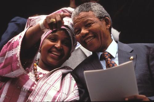Fallece Winnie Mandela, la política y activista sudafricana que supo hacer historia