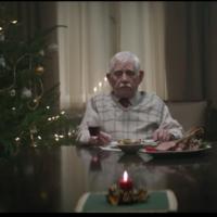 Un viudo solitario pone un anuncio buscando compañía para Navidad y recibe tantas respuestas que va a tener que montar una rave