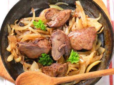 Cenas proteicas rápidas y fáciles: hígado encebollado con brócoli (VIII)