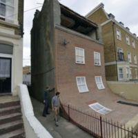 Esta casa deslizante te parecerá imposible y está en Inglaterra