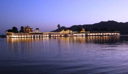 Jagmandir Island Palace , lujo asiático en el corazón de la India