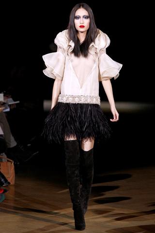 Foto de Givenchy Alta Costura Primavera-Verano 2010: una colección dominada por las transparencias (6/17)
