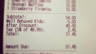 Un restaurante ofrece descuento en la factura por buen comportamiento de los niños