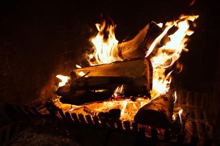 El oscuro secreto del fuego de una chimenea es que todo lo que tiene de hogareño, lo tiene de malo para la salud