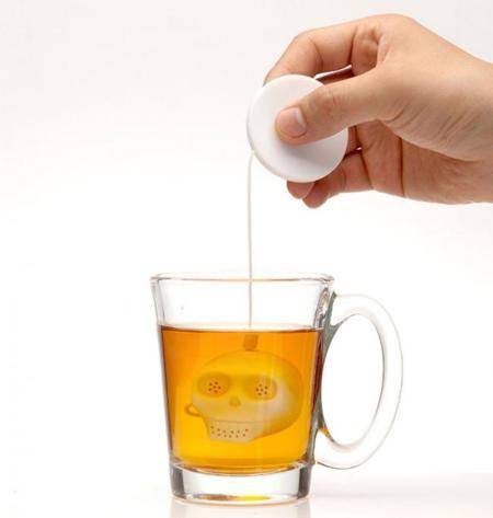unos mini cráneos de silicona para preparar el té