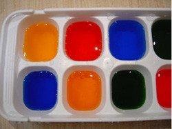 Experimentar con cubos de hielo de colores