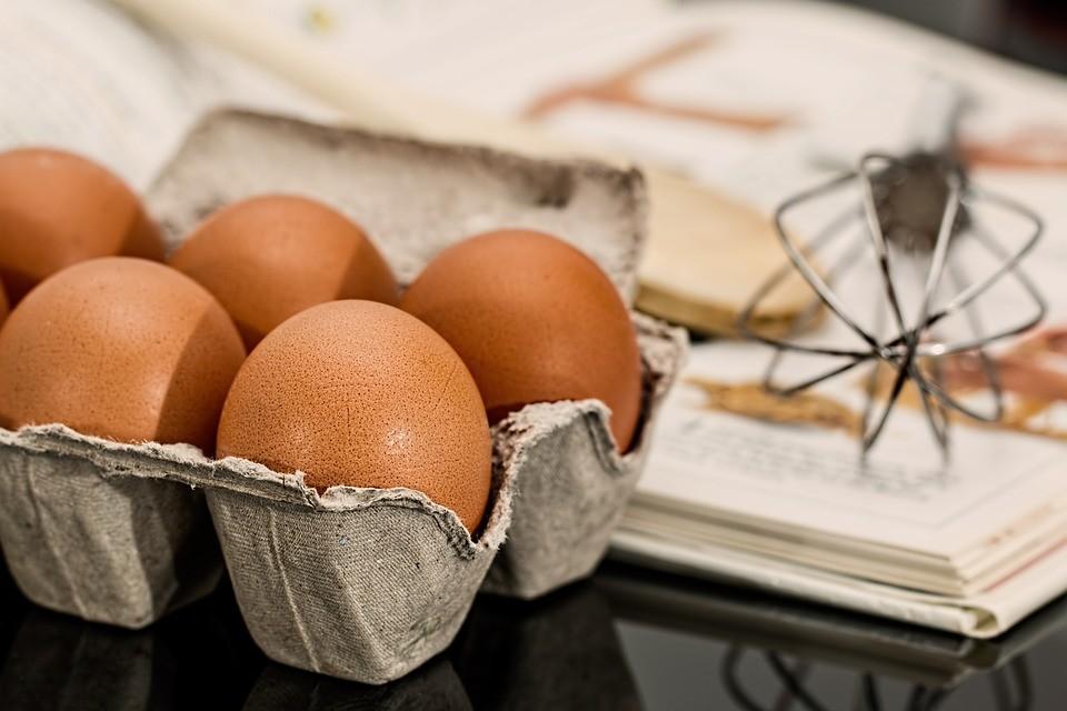 ¿Es saludable comer huevos crudos como hacía Rocky?
