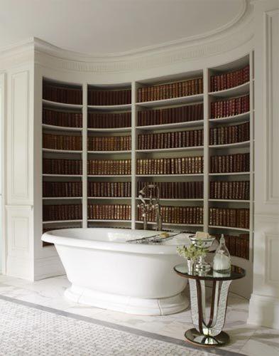 Una mala idea: la bañera al lado de la biblioteca