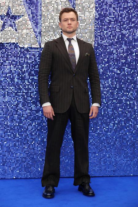 Taron Egerton Se Decanta Por Los Estampados En Su Look Para La Premiere De Rocketman En Londres 03