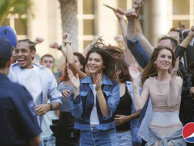 Pepsi recluta a Kendall Jenner para unir al mundo en su nuevo spot