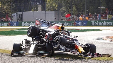 La FIA ha sancionado a Max Verstappen con tres posiciones en Rusia tras su accidente con Lewis Hamilton en Monza