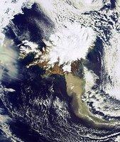 El volcán islandés Eyjafjallajoekull visto desde el espacio