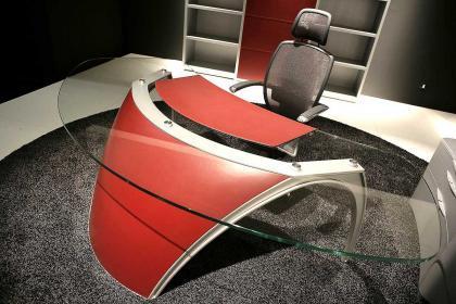 Mesa de escritorio diseñada por Pininfarina