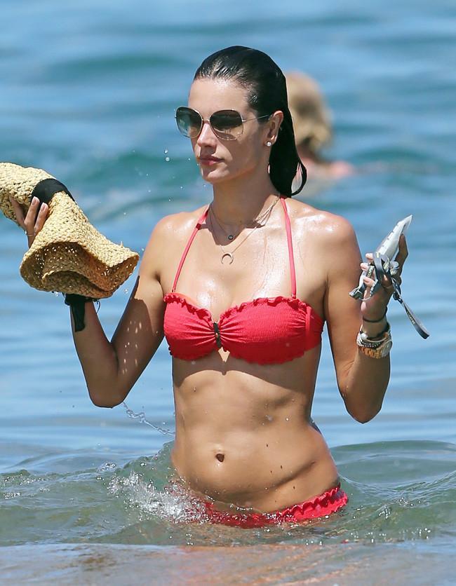 alessandra ambrosio bikini verano 2014