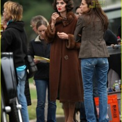 angelina-jolie-en-el-set-de-the-changeling-de-clint-eastwood