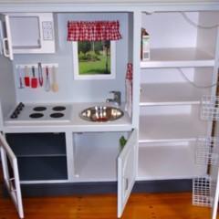 Foto 4 de 4 de la galería un-mueble-de-televisor-convertido-en-una-cocina-de-juguete en Decoesfera