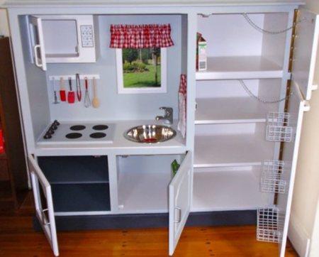 Antes y despu s un mueble de televisor convertido en for Cocina de juguete step 2