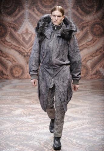 Alexander McQueen, Otoño-Invierno 2010/2011 en la Semana de la Moda de Milán, abrigo