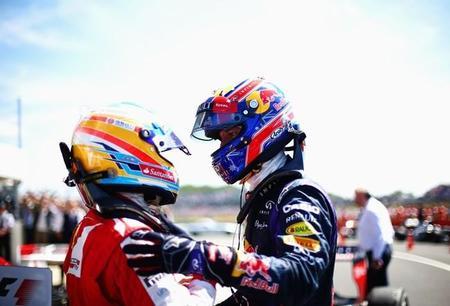 Fernando Alonso y Mark Webber reciben una reprimenda por el paseo en Ferrari