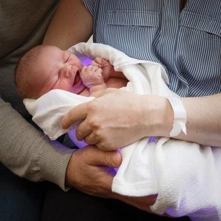 Cuando la ciencia piensa en los bebés: se acabó la fototerapia lejos de mamá y papá