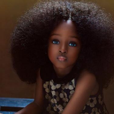 """Es nigeriana, tiene cinco años y los internautas la han catalogado como """"la niña más guapa del mundo"""""""