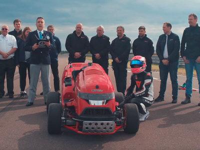 Video: Honda Mean Mower, una podadora capaz de ir a 241 km/h, obtiene un récord Guinness