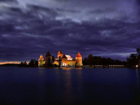 Compañeros de ruta: Descubriendo castillos, templos y viejos cementerios