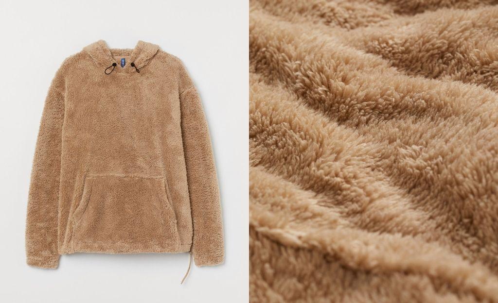 Sudadera en peluche suave con bolsillo canguro y capucha con cordón de ajuste elástico.