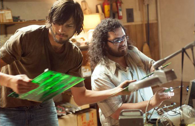 Ashton Kutcher y Josh Gad en el papel de Steve Jobs y Steve Wozniak