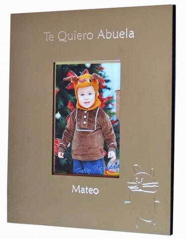 Marco de fotos personalizado con una frase, un dibujo y el nombre del niño
