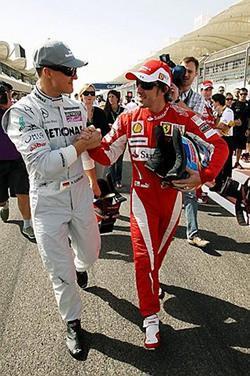 f1_fernando-alonso-y-michael-schumacher-saludandose-en-bahrein.jpg
