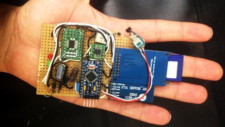 """Dos españoles idean un dispositivo para """"hackear"""" coches y controlarlos remotamente"""