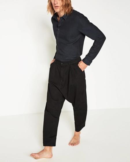 Zara nos lleva al oversize con su línea 'Concept Denim' de cortes relajados