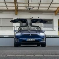 Un equipo de hackers demuestra que es posible 'atacar' un Tesla Model X con un dron