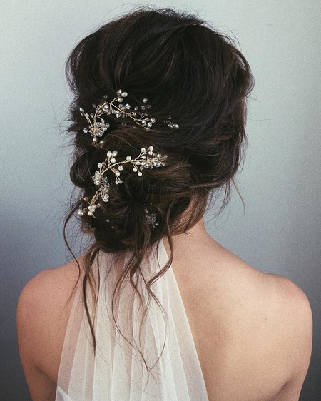 25 recogidos efecto messy con los que triunfar el día de tu boda