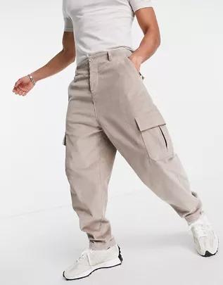 Pantalones tapered extragrandes con bolsillos cargo de pana de ASOS DESIGN