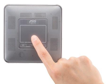 Canon M-i1, un proyector Full HD portátil que cabe en la palma de la mano