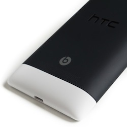 HTC 8S - diseño (parte trasera)
