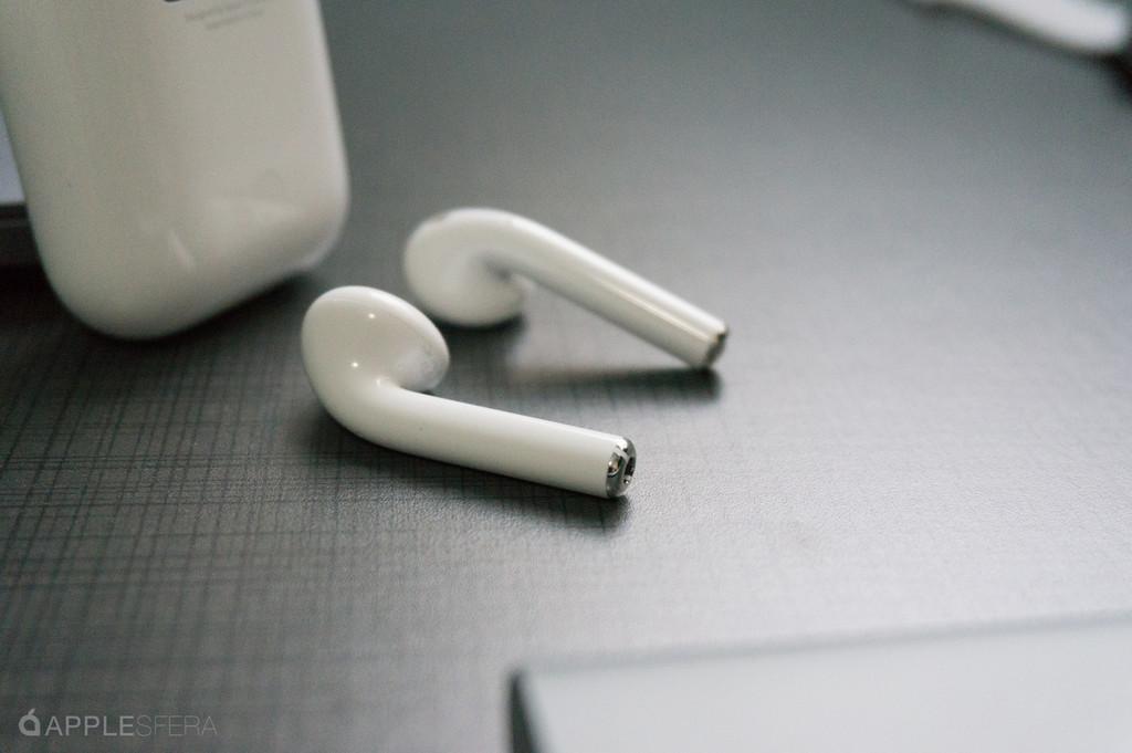 Apple tiene en mente unos AirPods simétricos y con múltiples sensores biométricos
