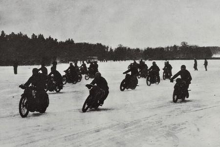 ¿Pensabas que las carreras sobre hielo eran un invento moderno? Pues no, Husqvarna ya las dominaba en 1935