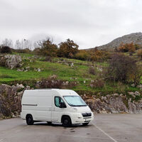 El sector del camping se rebela contra las autocaravanas y exige a la DGT que sancione la pernocta