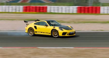 Vídeo: Mark Webber se rinde a los encantos del Porsche 911 GT3 RS en Nürburgring