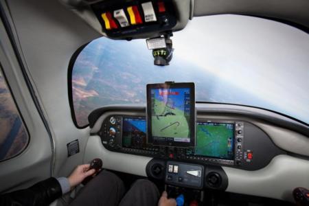 Si alguien te pregunta para qué sirve un iPad, ya tienes respuesta total: para aterrizar un avión