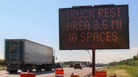 Camiones y tecnología: encontrar sitios donde poder descansar podría tener al fin solución