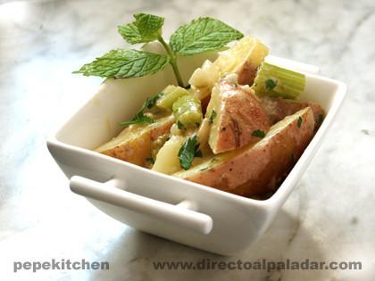 Guarnición de patatas con piñones. Receta