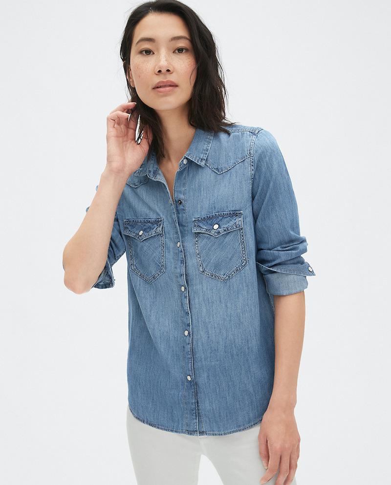 Camisa vaquera de mujer Gap con bolsillos frontales